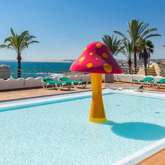 Piscina infantil abora interclub atlantic by lopesan hotels gran canaria