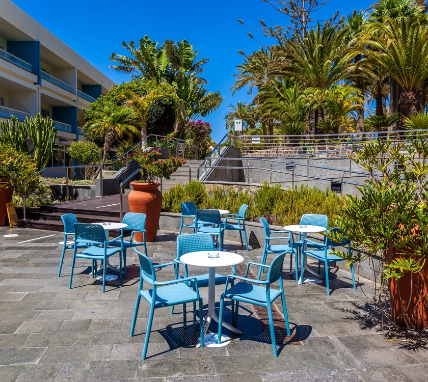 Terraza abora interclub atlantic by lopesan hotels gran canaria