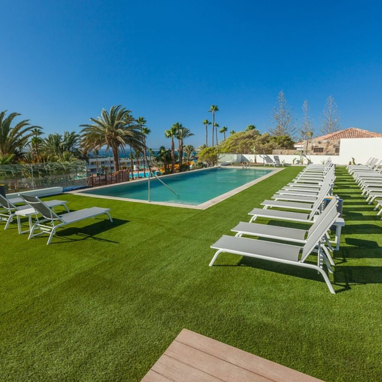 Piscina solo adultos abora interclub atlantic by lopesan hotels gran canaria